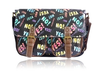 Anna Smith® Yes No Print Crossbody olkalaukku